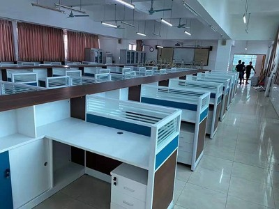 南宁市第十三中学屏风卡座办公桌采购项目