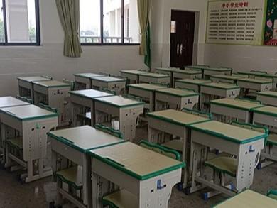 南宁市那考河小学学生课桌椅采购案例