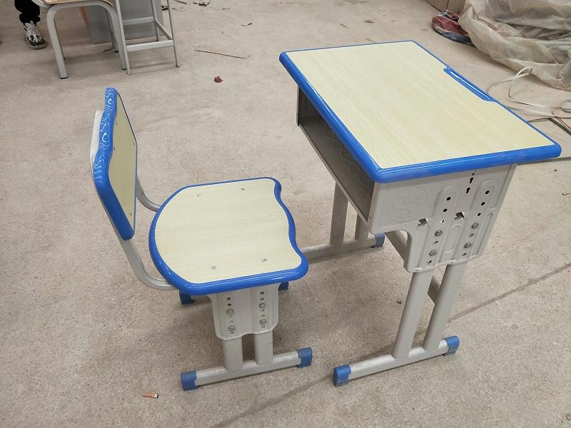 双柱升降课桌椅01