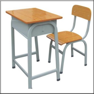 虎皮色学生课桌椅