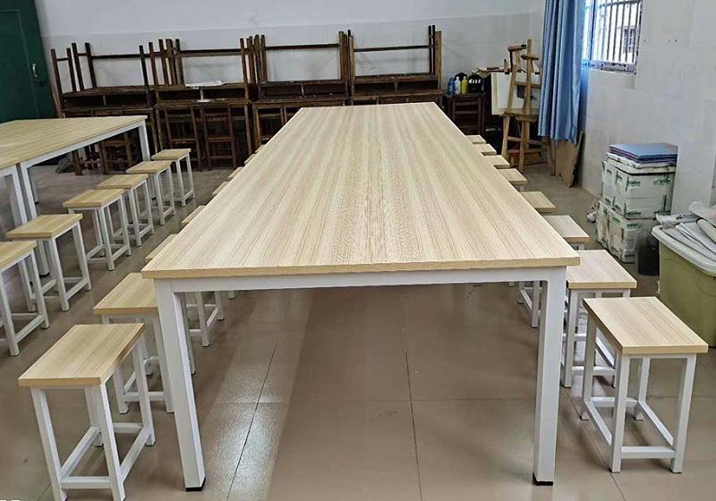画画桌椅01
