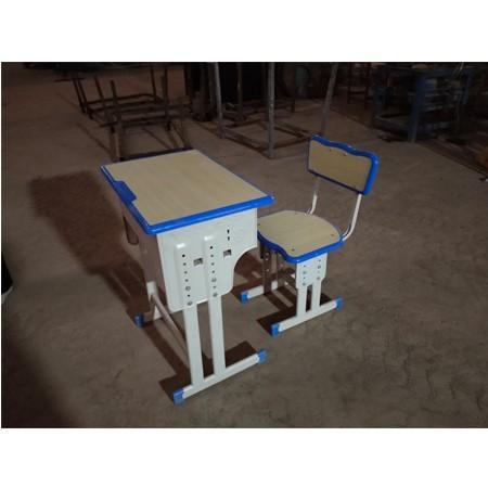 课桌椅644