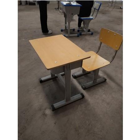 课桌椅656