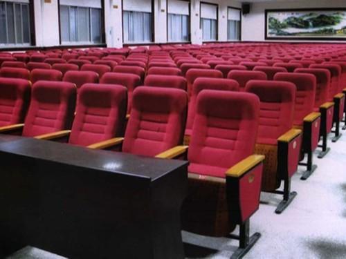 与礼堂椅厂家签合约时需要注意哪些细节_南宁礼堂椅价格贵吗?