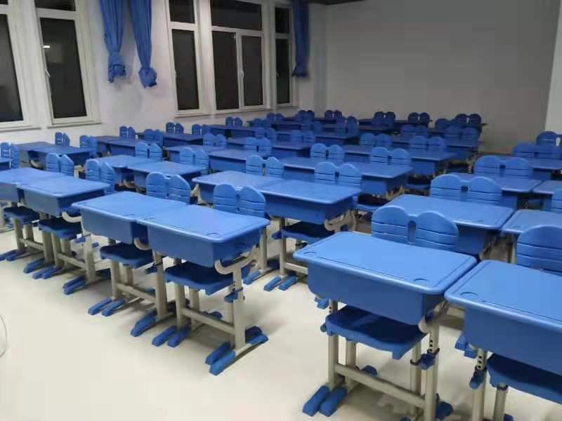 课桌椅561